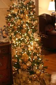 Welcome to the paged dedicated to christmas tree ideas of silver and gold  themes. themes with emphasis on silver or gold or both can be found below.  click ...