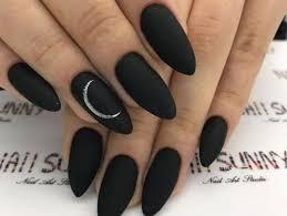 Las uñas acrílicas son una opción genial cuando quieres lucir una manicura estupenda, pero sientes que las tuyas no el largo de las uñas también puede definir tu personalidad. Disenos De Unas Negras Que No Son Los De Siempre Actitudfem