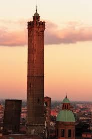 Resultado de imagen de torre garisenda di bologna