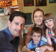 Фата висит у нас вместе с иконами в спальне»: жена Антона Макарского  рассказала, как удерживала мужа
