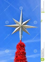 Weihnachtsstern Auf Einen Weihnachtsbaum Gegen Blauen Himmel