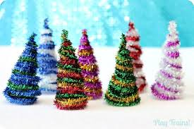 Adorable Pipe Cleaner Christmas Trees Craft | Featured with 29 Awesome  Classroom Christmas Party Ideas {