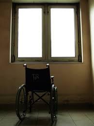 Права инвалидов Социальная реабилитация инвалидов в обществе  Формально люди с ограниченными возможностями обладают теми же конституционными правами что и их здоровые соотечественники