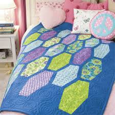 Tween Tumbler: FREE Bright Modern Honeycomb Twin Bed Quilt Pattern ... & Tween Tumbler: FREE Bright Modern Honeycomb Twin Bed Quilt Pattern Adapted  from a Quilt Designed Adamdwight.com