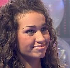 Carmen Andolina confessa che dopo il GF10 vorrebbe rimanere nel mondo dello spettacolo e che non le dispiacerebbe fare la tronista. - Carmen_Andolina-83