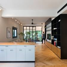 Rust Architects divides Tel Aviv apartment into halves