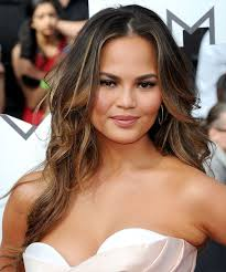 Unlike her usual long brown locks, teigen's hair now has choppy layers framing her face, along with platinum blonde highlights. Christine Teigen Hairstyles Hair Cuts And Colors