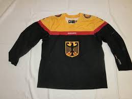 Wir sind exklusiv der vermarkter der original gameworn eishockeytrikots der deutschen eishockey nationalmannschaft. Deb Gameissued Eishockeytrikot 2015 2016 39 Thomas Greilinger Eur 135 00