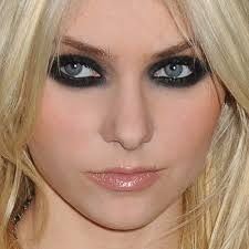 taylor momsen makeup black eyeshadow