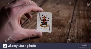 Hand, die Joker Wild Card | Karten | Glücksspiel | Spieler | Poker Spiel  Stockfotografie - Alamy