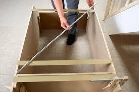 Interessanten hölzernen schrank unter die treppe stellen. Zusatzlichen Stauraum Schaffen Im Schrank Unter Der Treppe Selbermachen De