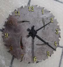 saw blade clock. what a cool gift idea for men with this diy saw blade clock. clock