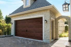 brown wood finish garage door colors imitation de bois brun pour la couleur de votre porte de garage