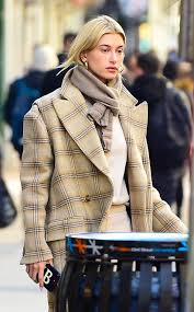 тренд на беж наверное самый нежный Street Style образ хейли бибер