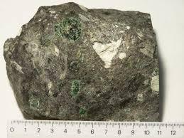 Tafsir Mimpi Melihat Berlian di Bawah Batu