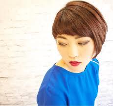 シンプルだからこそオシャレアシメなヘアスタイルでこなれ感を演出