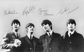 Реферат Битлз и их роль в развитии молодежной музыкальной  А начиналось все с того как весной 1956 года 15 летний Джон Леннон образовал группу thequarrymen которая исполняла песни в стиле скиффл