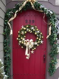 christmas front door decorationsCreative Front Door Christmas Decorations