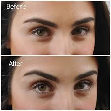 lengkapi riasanmu dengan eyeliner putih di bagian bawah mata