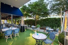 outdoor patio dining post oak