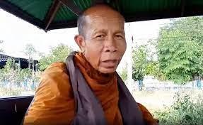 หลวงตา 71 ปี เดินเท้าเปล่าจากเชียงรายกลับนครพนม ไม่รับปัจจัย