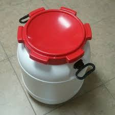 animal food feed storage container 13 gallon barrel red