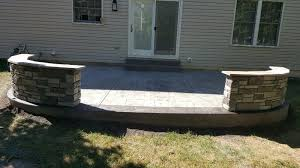 patio with decorative concrete walls