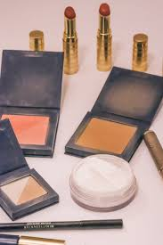 today i want to share with you my everyday makeup routine that s chalk full of my favorite nontoxic makeup s this is the look that you see me