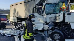Incidente tra tir in A1 tra Arezzo e Monte San Savino 20 ottobre 2021