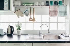 Wohnküche Innenraum Kochutensilien Auf Einem Geländersystem Und