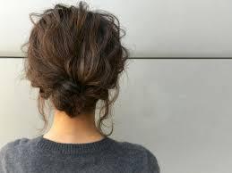 トレンドのゆるふわ感を出すまとめ髪の鉄板ヘアアレンジ堀井大輔