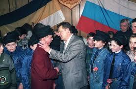 Человек партия Вождь принимает подростков в Соколята Жириновского Москва 23 апреля 1996 года