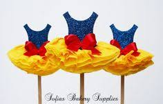 Pin by Jazmine Cerda on 3rd bday in 2019   Snow white cupcakes ...