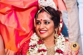 bengali bride with chandan makeup and bold makeup