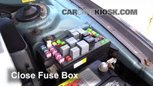 replace a fuse 2001 2005 hyundai xg350 2005 hyundai xg350 l 3 5l v6 6 replace cover secure the cover and test component