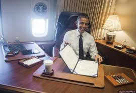 air force 1 office. Obama In His \u0027Oval Office\u0027 Aboard Air Force One; Here He Is Pictured 1 Office