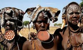 mursi women lip plate beauty practice