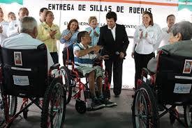 La alcaldesa, Magdalena Peraza Guerra, expresó que es una gran satisfacción  para el gobierno municipal saber que estas sillas de ruedas representan  para los
