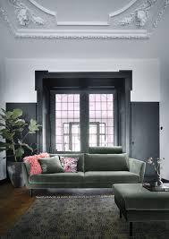 Das Großzügige Sofa Bietet Genug Platz Für 3 Personen Oder