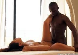 Красивый секс африканской пары в загородном доме - порно ...
