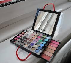sephora ping bag make up palette great for holidays you have everything you need eyeshadows eyeliners palette sephora collection um