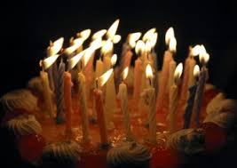 Risultati immagini per Immagini: torta meringata con 50 candeline accese