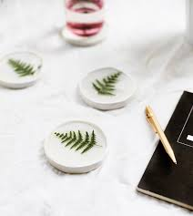 diy botanical resin coaster easy tutorial crafts for the home