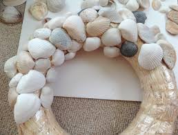 DIY Charming Seashell Wreath For Wall Or Door Accessories Ideas: DIY  Seashell Wreath For More Beautiful Wall Decor Ideas