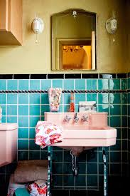 Stor rund spegel i lyxigt badrum   Turquoise bathroom, Sinks and ...