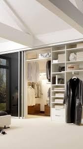 Begehbarer Kleiderschrank Mit Glasschiebetüren Begehbarer Schrank