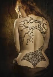 тату на спине девушки дерево и узор Zoom On Detail татуировки