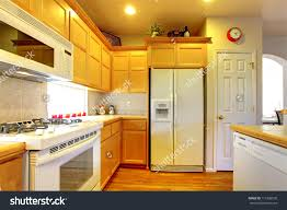 Orange And White Kitchen Do White Kitchen Cabinets Yellow Over Time Quicuacom