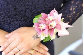 Heb Corsages Welke Pols Draag Je Een Corsage Wikisailor Com