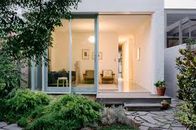 Beach House Designs Melbourne A Light Filled Beach House Just Two Kilometres From The City